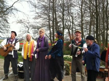 Dutch folk singers at the Keukenhof