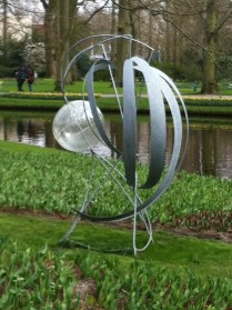 Curved metal and glass sculpture at the Keukenhof