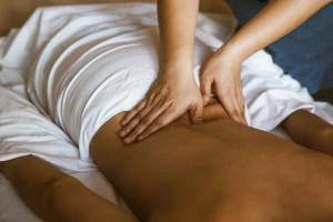 Acupressure for back pain