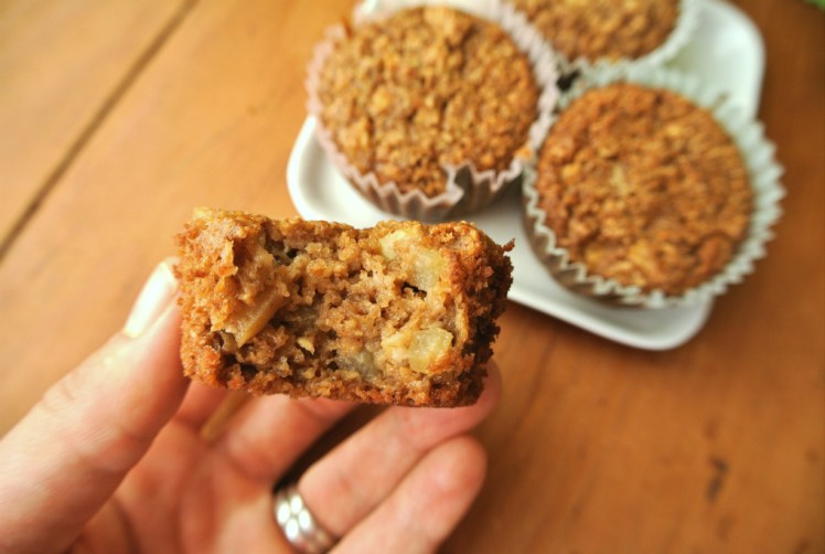 apple-oatmeal-spice-muffins-2