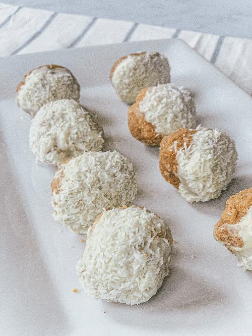 Coconut-Macadamia-Bites