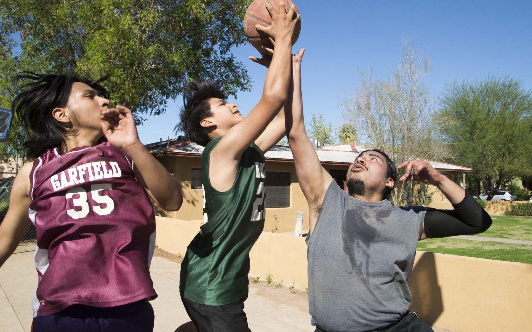 Residents enjoy warm weather as Phoenix ties heat record