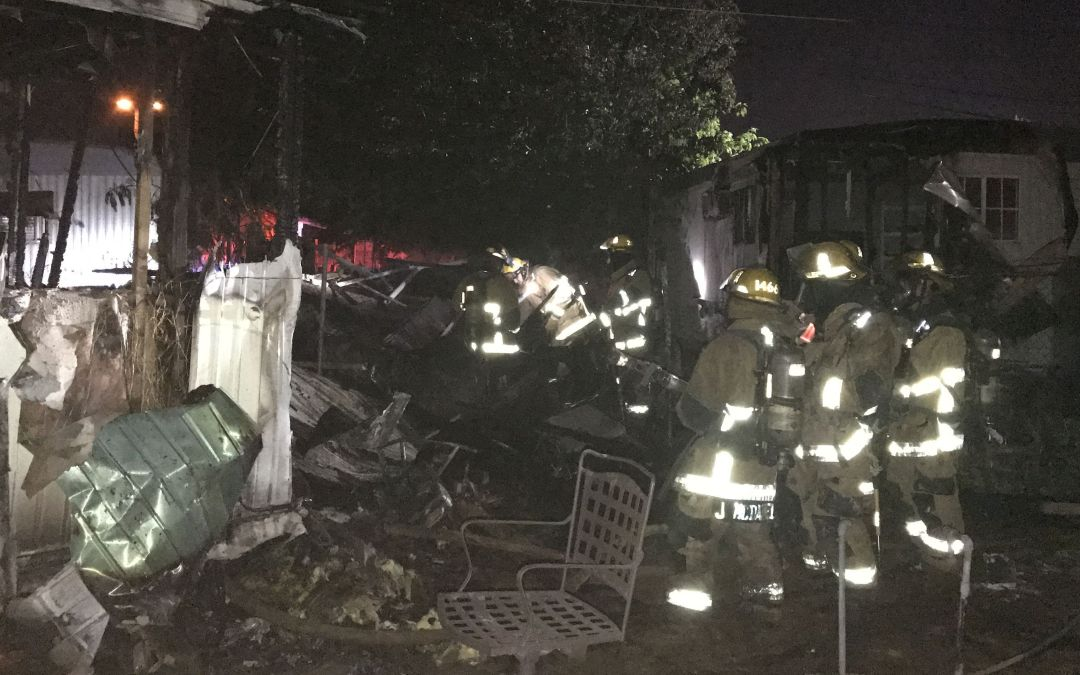 Shed fire spreads to 2 mobile homes in Phoenix
