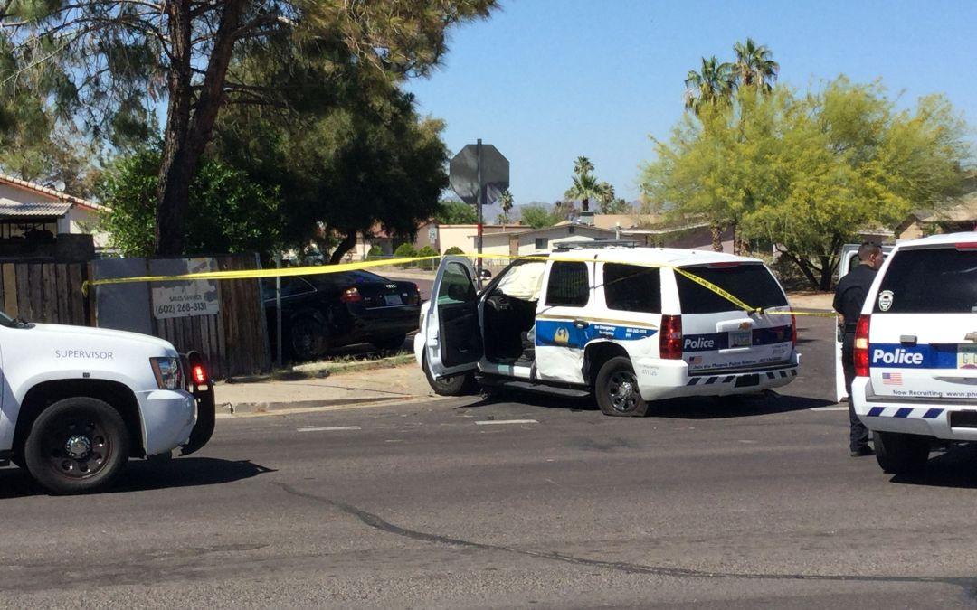 Phoenix crash injures 5, including 2 children and police officer
