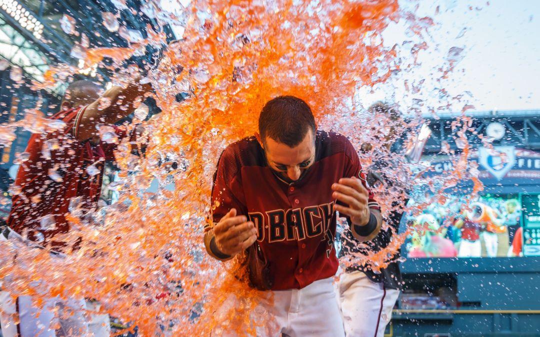 Daniel Descalso, Diamondbacks close April with a splash