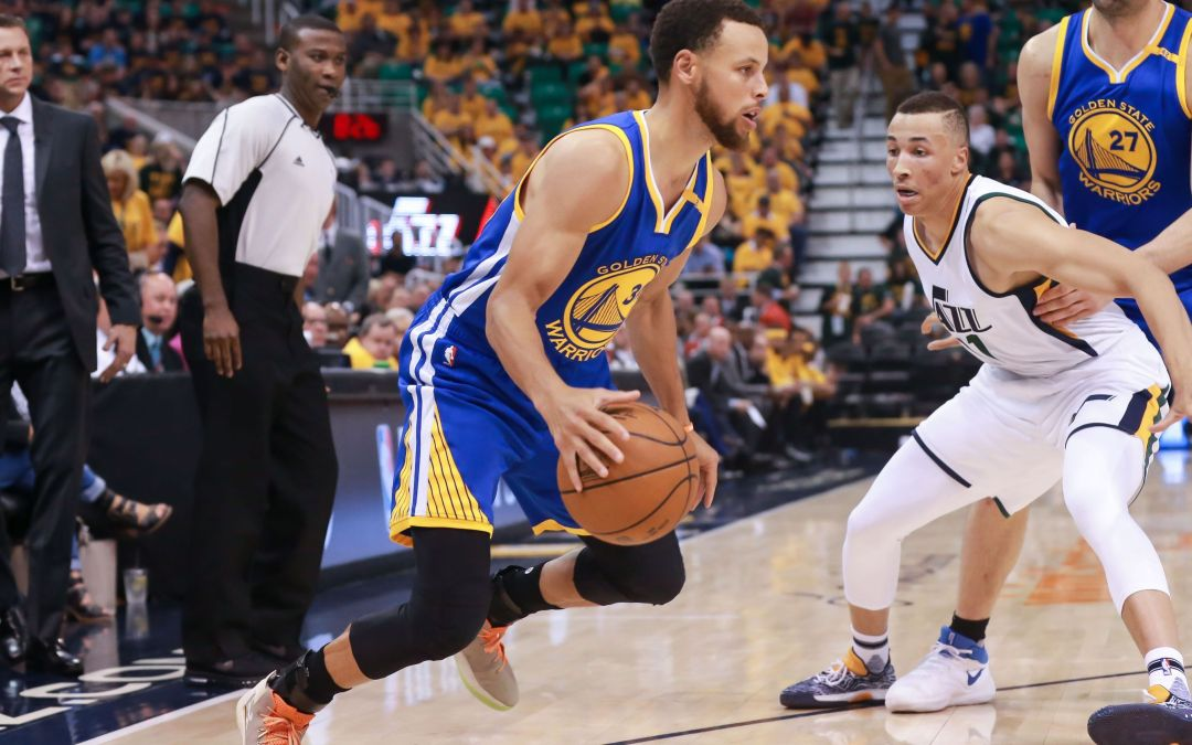 Warriors sweep Jazz, keep franchise-record playoff win streak alive