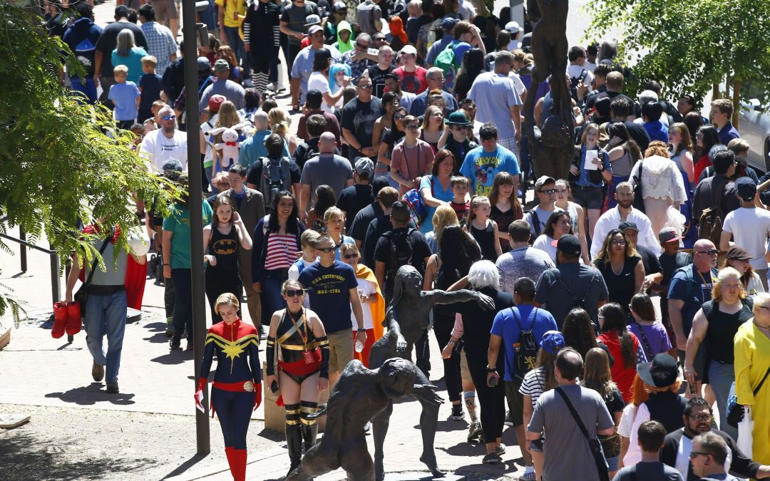 Phoenix Comicon prop-weapon ban, added security cause long lines