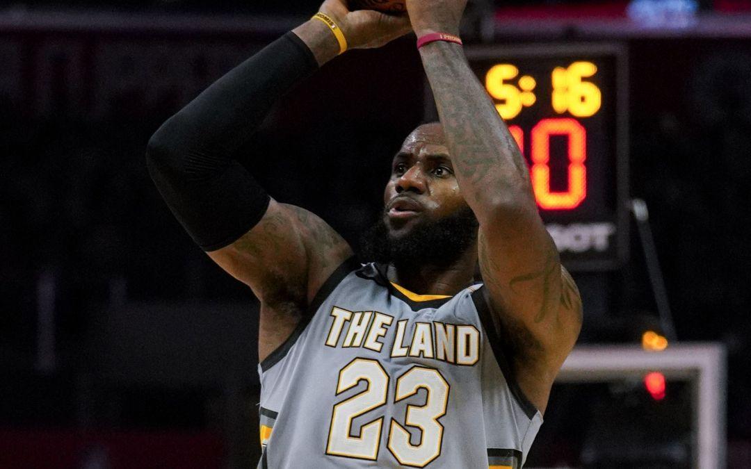 LeBron James, Cavaliers take on Suns
