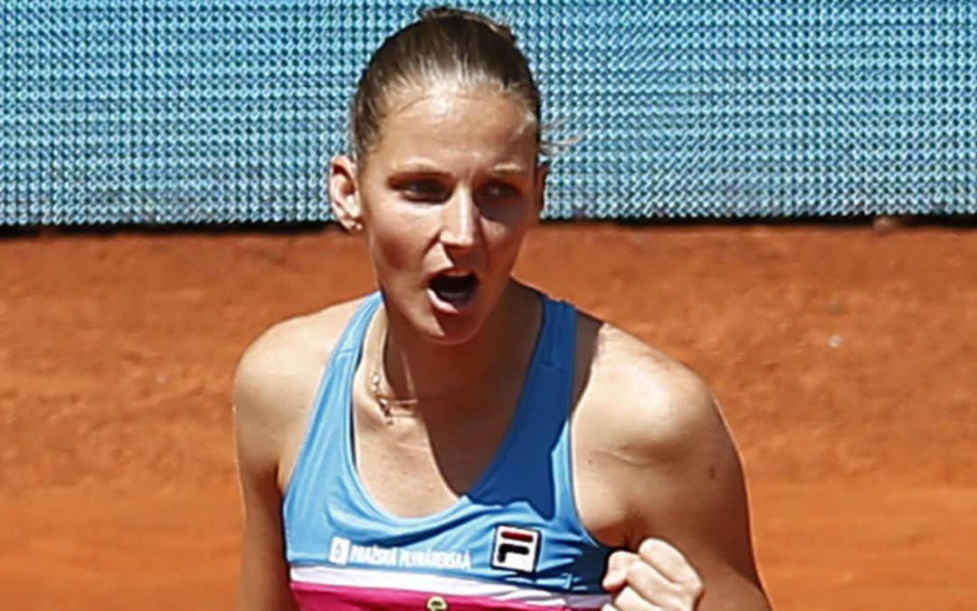 Karolina Pliskova, former No. 1 tennis player, beats up umpire's chair