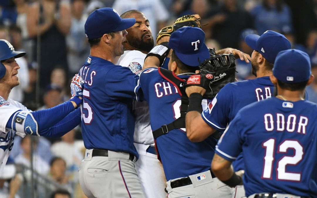 Matt Kemp takes out Robinson Chirinos, Dodgers, Rangers scuffle