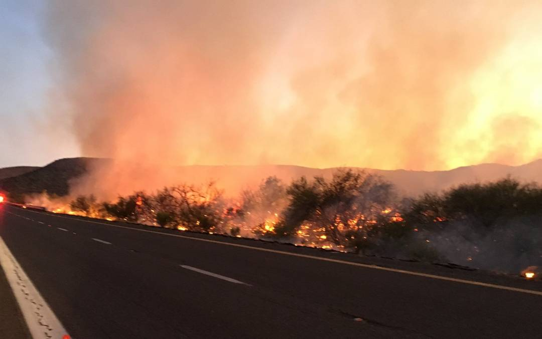 Brush fire near Sunset Point shuts down I-17