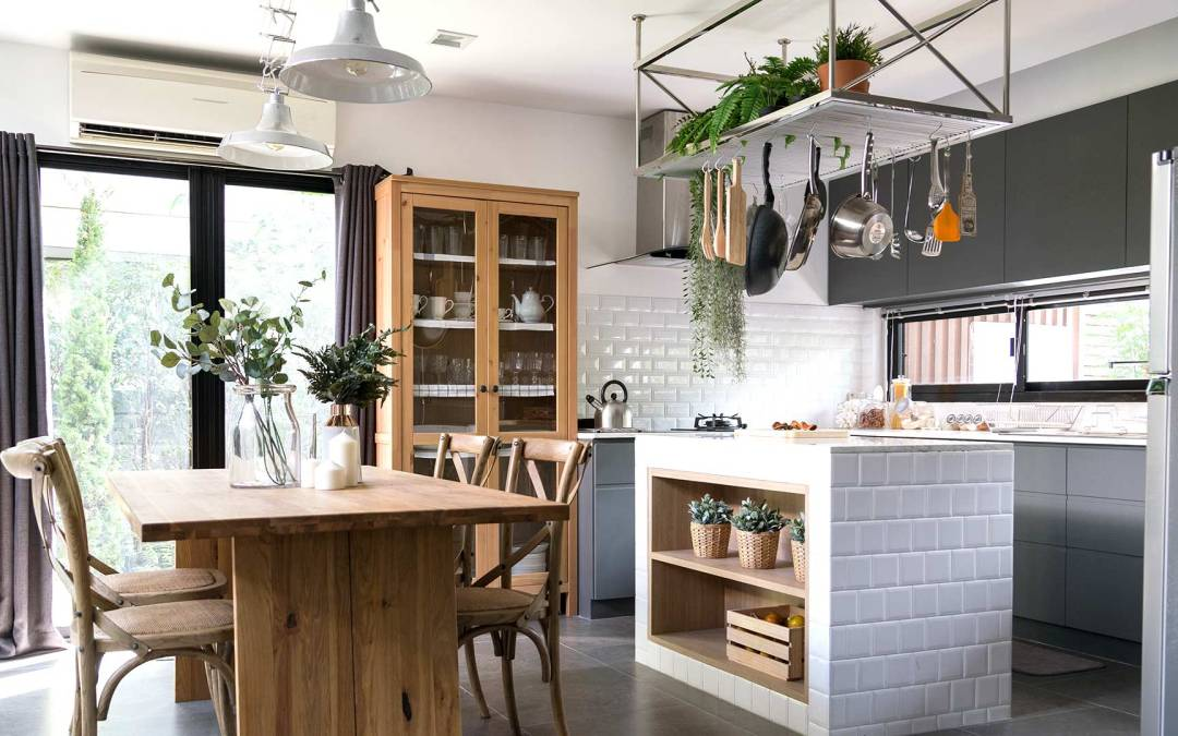 7 Ideas to Make Your Small Kitchen Feel Cozy