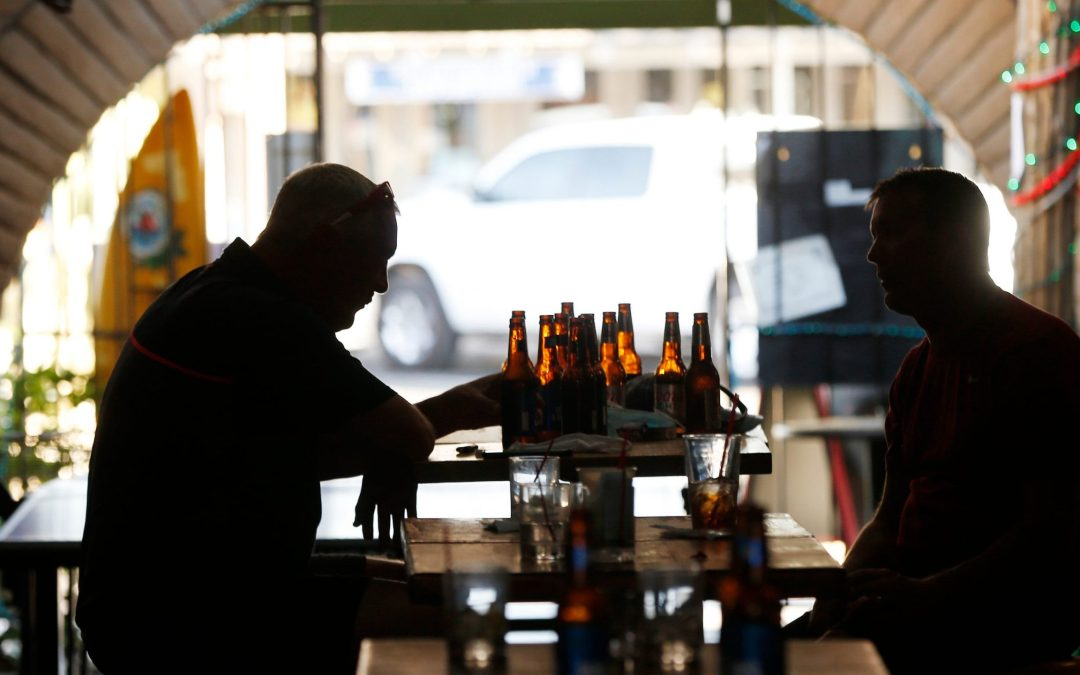 People visit Scottsdale, Tempe bars before closure