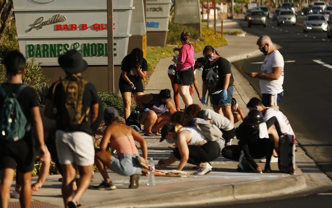 Protesters criticize Tempe police response to drawing