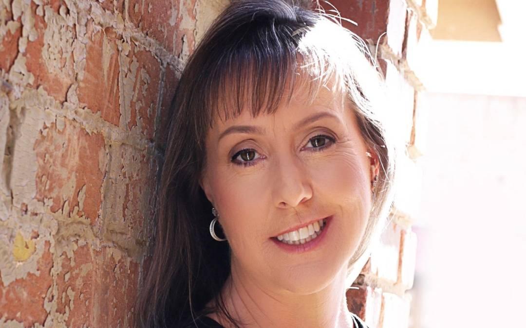 Scottsdale author Jenn McKinlay writes murder mysteries after romance