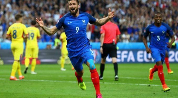 Giroud celebrating goal