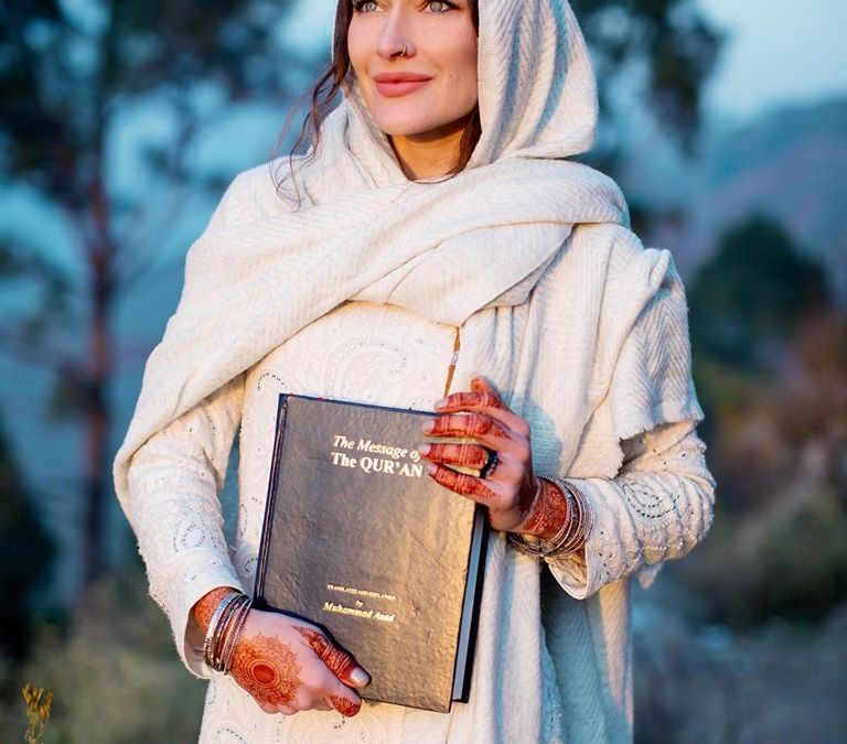 Canadian Youtuber Rosie Gabrielle Reverts to Islam