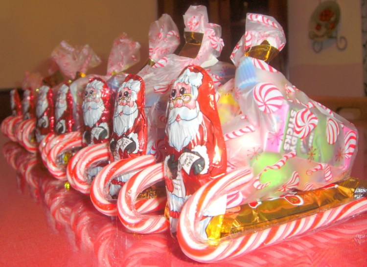 Santa's Candy sleigh. Find the easy instructions at intelligentdomestications.com