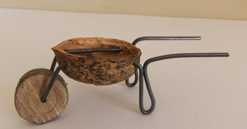 Fairy house wheelbarrow DIY by elowezil.blogspot