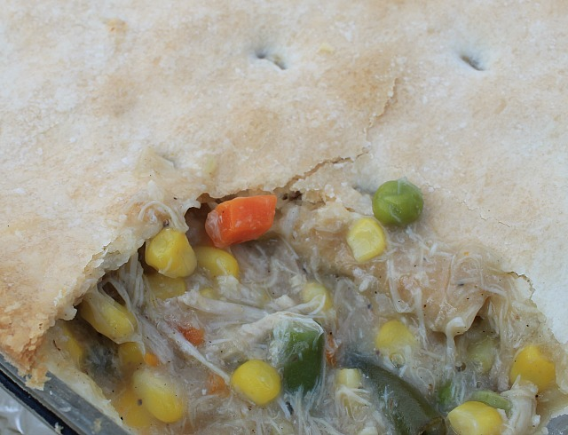 Homemade Chicken Pot Pie with top and bottom crusts. I like to cook the chicken from scratch for a delicious and packed with flavor Chicken Pot Pie. Only 8 ingredients. #Chickenrecipe #casserole