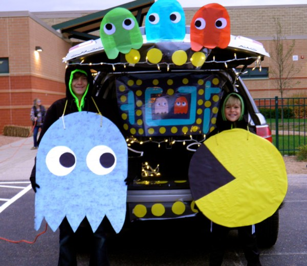 Pac Man Trunk or Treat design idea. 21 Clever Trunk or Treat design ideas. Trunk or Treat