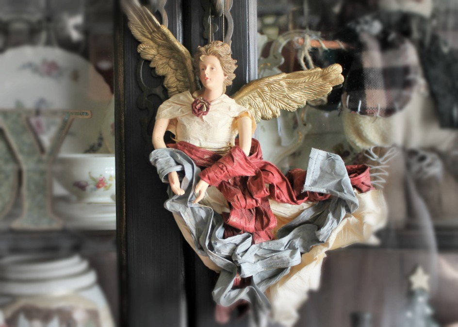 Christmas Home Tour 2015. Moms Paper Mache Angel.intelligentdomestications.com