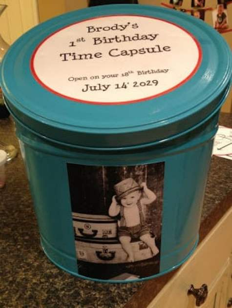 Popcorn tin time capsule at Bros Photos. 8 Clever Ways to Upcycle Popcorn Tins. Don't toss that Popcorn tin from Christmas. Make something fun with it! #upcycle #popcorntin