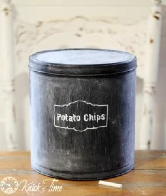 Repurpose a popcorn tin into a chalk board container. 8 Clever Ways to Upcycle Popcorn Tins. Don't toss that Popcorn tin from Christmas. Make something fun with it! #upcycle #popcorntin