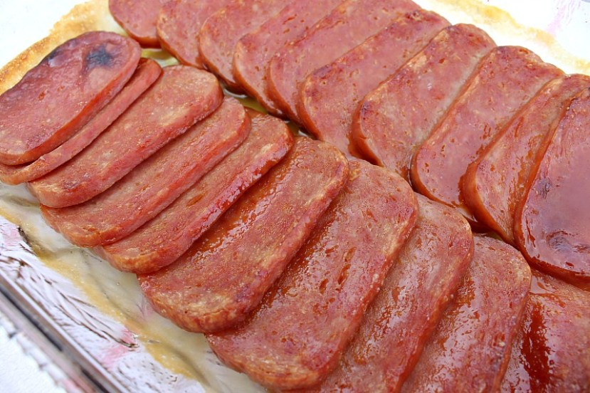 Make this easy 30 minute meal on busy weeknights. It's a yummy Spam recipe served on a bed of rice. How to make dinner with Spam. Cheap dinner ideas. Baked Spam Recipe. #spam #recipe #weeknightdinner