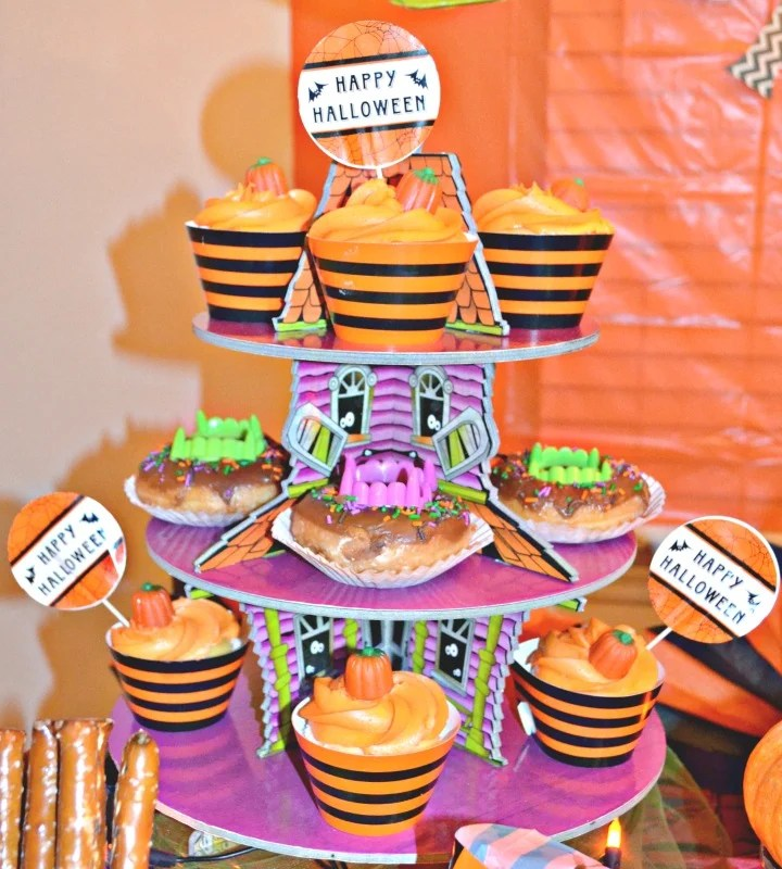 not-so-spooky-halloween-party-haunted-house-cupcake-stand-party-by-intelligentdomestications-com