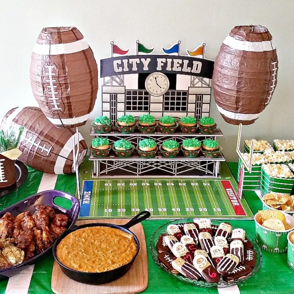 Football party ideas. Football party complete with menu, recipes and decor ideas. #footballparty