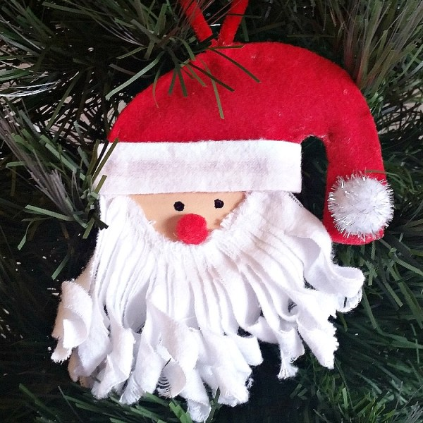 How to make a Santa ornament from a Mason Jar Lid. DIY Mason Jar Lid Christmas ornament.
