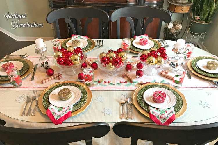 red-and-gold-with-vintage-and-new-christmas-dining-tablescape-at-intelligentdomestications-com