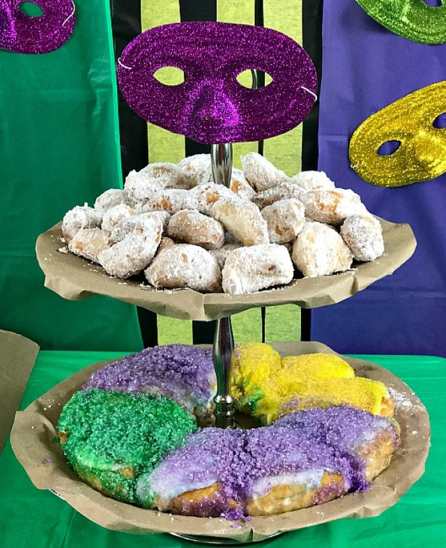 Family Friendly Mardi Gras Party Ideas. It's all about the food which is traditional to Mardi Gras and the New Orleans celebration. Homemade Biegnets, King Cake and a Shrimp Boil create a delicious party. #mardigras #NOLA #FatTuesday