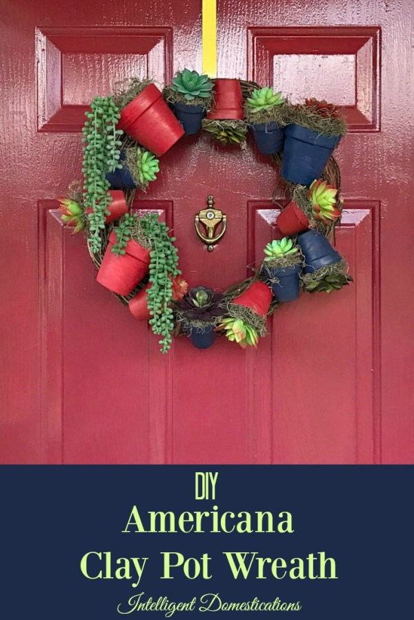 How to make an Americana Clay Pot Wreath with Succulents. #diywreath #wreath