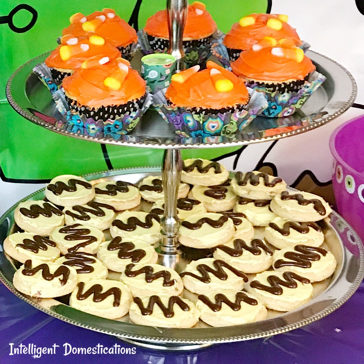 How to make Charlie Brown party cookies