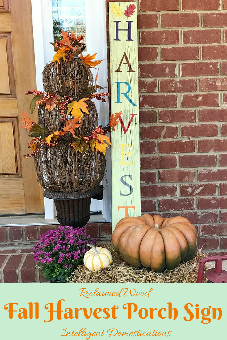 DIY HARVEST porch sign using reclaimed wood. How to make a HARVEST porch sign. Fall porch decor vignette. Fall porch decor ideas.