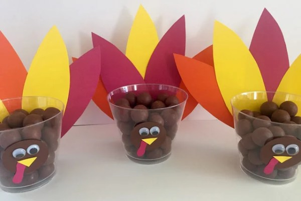 Turkey Treat Cups featured at Merry Monday Link Up