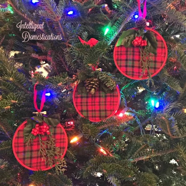 How to make plaid embroider hoop Christmas ornaments. Embroider Hoop Christmas Tree Ornament tutorial.