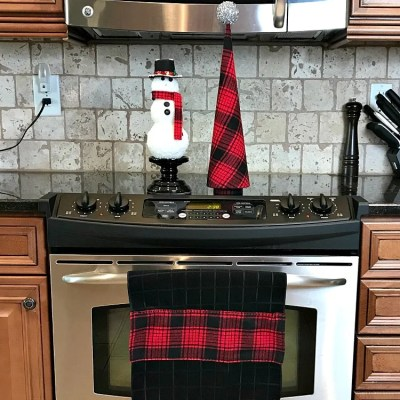 Dollar Store Dish Towels Become Matching Christmas Decor