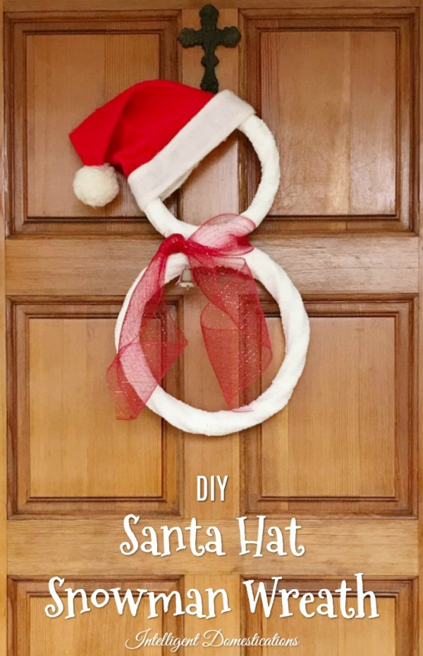 DIY Santa Snowman Wreath. Super easy DIY Snowman Wreath project for the holidays.