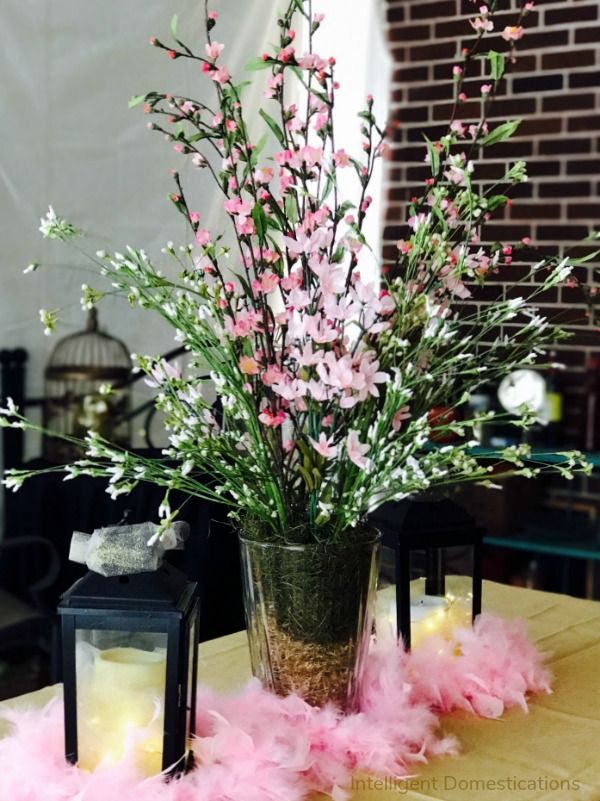 How to make a floral centerpiece in a clear vase. Pink floral centerpiece in a clear vase. Pink and Gold centerpiece in a clear vase. #30thbirthday #diycenterpiece #pinkfloral