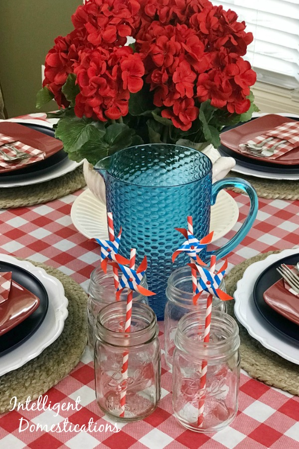 Red White and Blue Tablescape decor ideas. Summer Tablescape decor. Red and White checkered table decor ideas. #tablescape #redhwhiteandblue #redcheckered #summerdecor #summertablescape