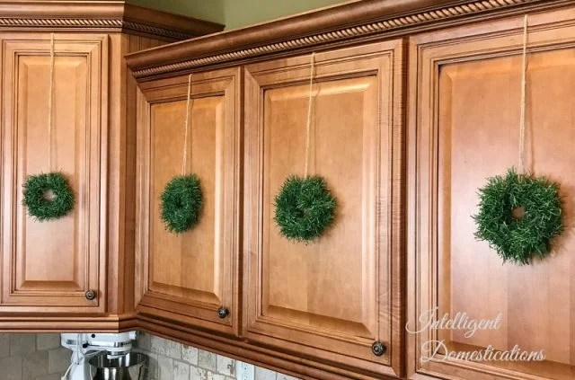DIY Mini Wreath for Kitchen Cabinets - Intelligent ...