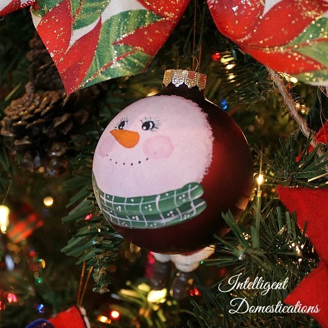 Decorating a large Christmas tree with Ribbons and Bows helps to stretch the ornaments. Get yourself a Bowdabra and make your own bows. #DIYChristmas #Christmas