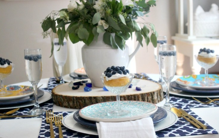 How To Set A Simple Summer Tablescape in Blue And White