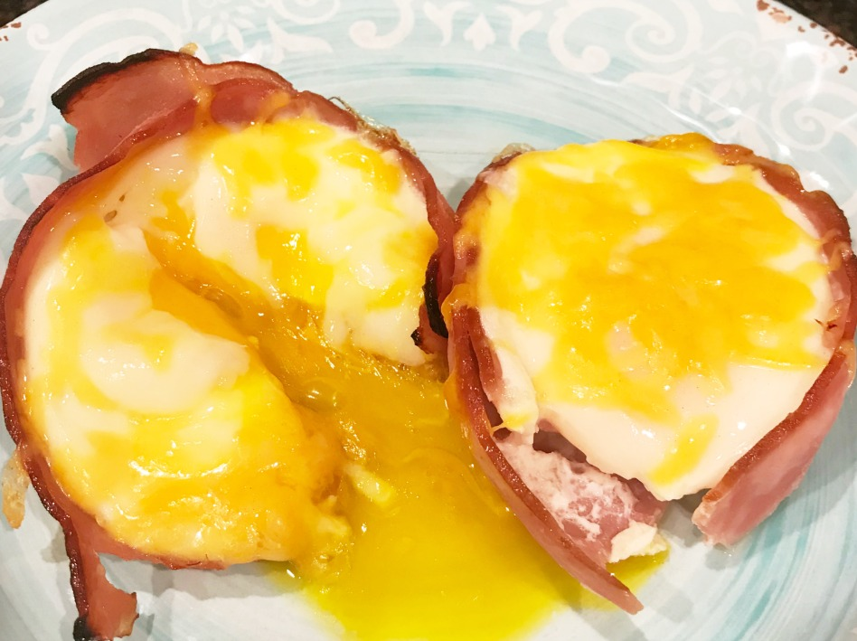 Low Carb breakfast. Baked Ham and Egg Muffin Cups easy recipe. Easter Breakfast idea. #breakfastrecipe #lowcarb #intellid