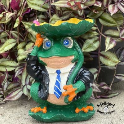 Outdoor Frog Statue Makeover Before and After