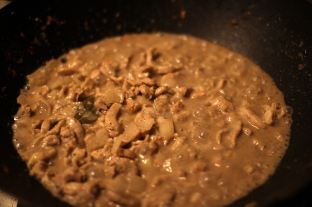 Almond Chicken Curry in the Making © Andor
