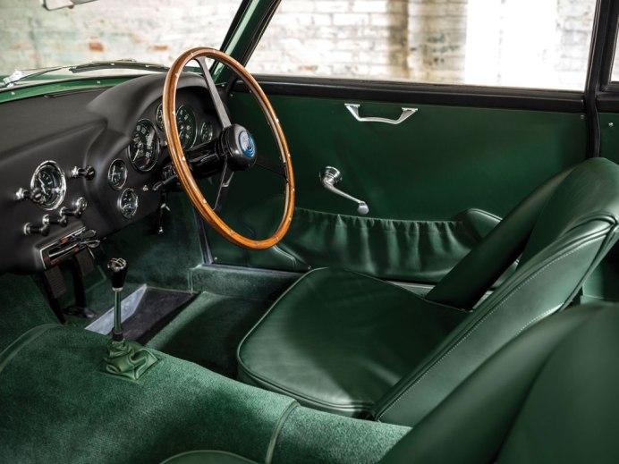 Aston-Martin-DB4-12